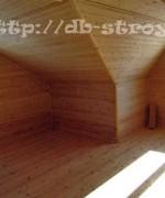 внутри дома: на мансарде со стороны большого и малого фронтонов