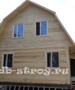 дом из бруса 6х8 с ломаной крышей, синяя металлочерепица