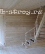фото внутри дома 7х8, поворотная лестница на 90